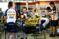 Renault ponders lack of performance