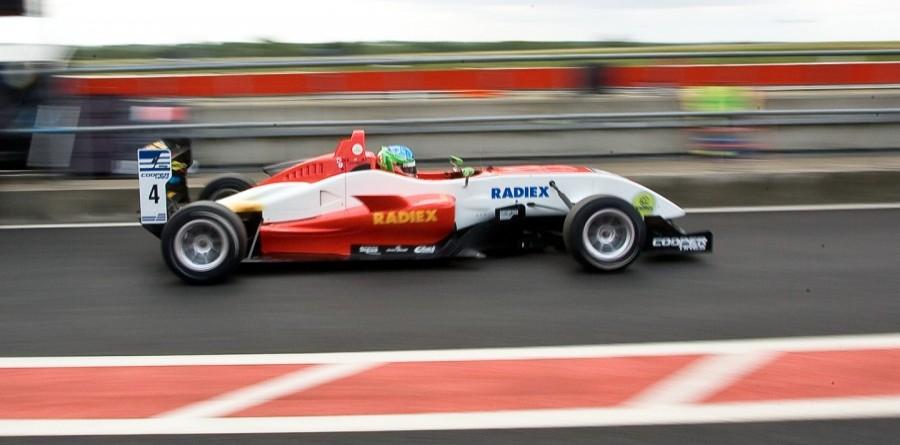 Foresti Wins Snetterton Sprint Race