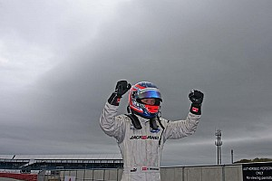 Magnussen wins race 1 easily at Silverstone