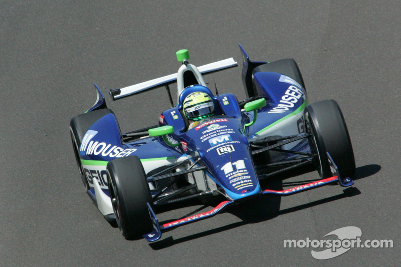 KV Racing works on race setups during Bump Day at Indy