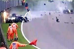 Maldonado Crashes under Red Flag in WSR nearly hitting two marshalls - Video
