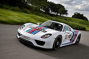 Porsche unleashes the Martini 918 Spyder Hybrid - Video