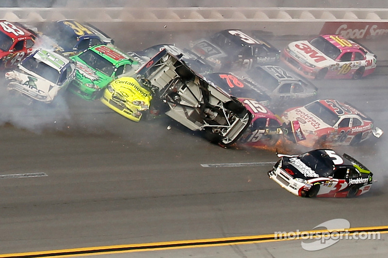 Concussion final nail in coffin of Earnhardt's 2012 title hopes
