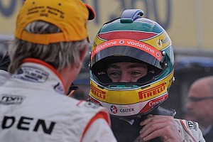 TeamVodafone's Lowndes takes victory on Sunday at Winton