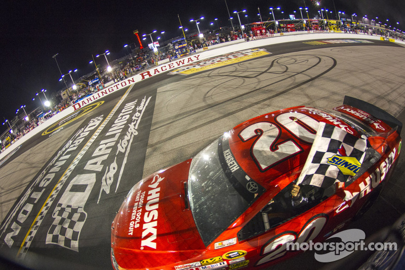 Kenseth tames the Lady in Black to take the Darlington 500 victory