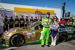 Kyle Busch claims pole for Daytona 400