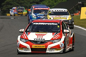 Drivers and teams prepare for the ovals of Rockingham