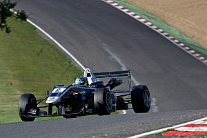 King outfoxed Buller to claim pole position at Nurburgring