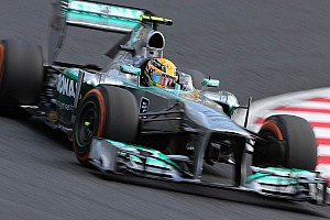 Vettel 'walking it' at top of Formula One tree - Hamilton