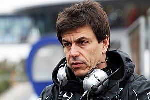 'Too early' to declare 2014 favourite - Wolff