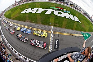 Jimmie Johnson wins the Daytona 500? Fans live tweet 2013 race as Fox shows replay during rain delay