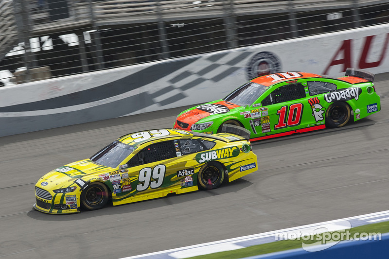 Edwards fights back to claim top-10 finish at Fontana