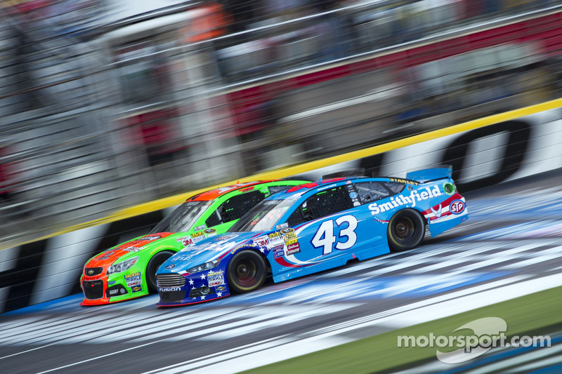 Almirola heads to favorite track, Dover, with confidence