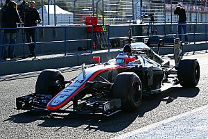 Alonso makes slow start to life with McLaren-Honda