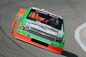 Hemric hits crew member during Truck race - video
