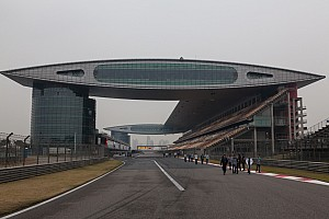Shanghai WTCC: Damaged barrier postpones qualifying to Sunday