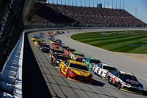 NASCAR restarts: Giving control back to the control car