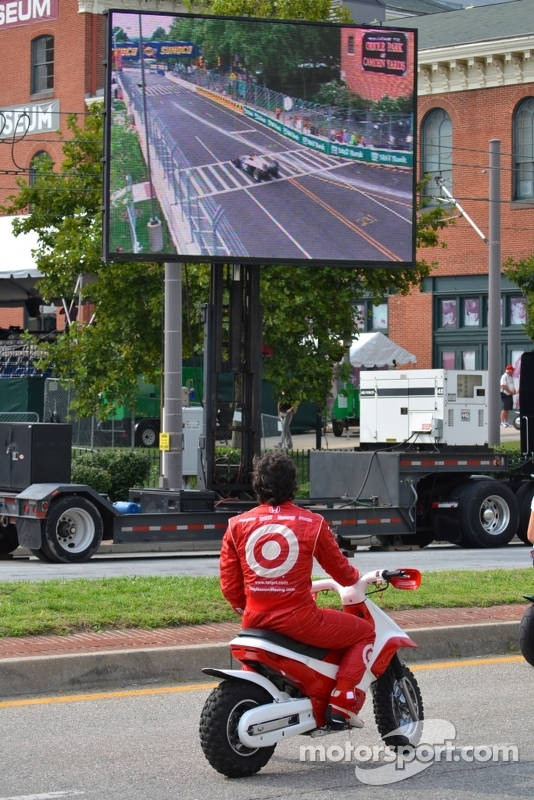 Dario watches Indy Lights action at the BGP