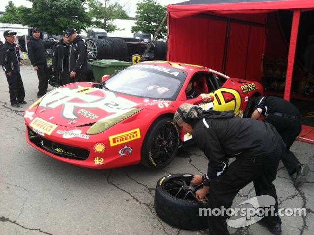 Rudy Courtade monitors tire pressures on Carlos K's 458 Italia