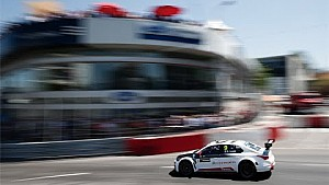 Sébastien Loeb tries a gutsy move and ends up crashing in Vila Real